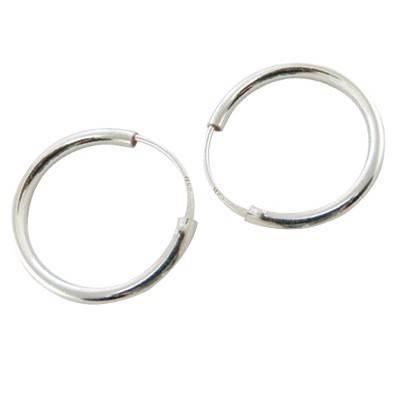 Un aro de plata, 2mm de grosor y 15mm de diametro interior. AR111