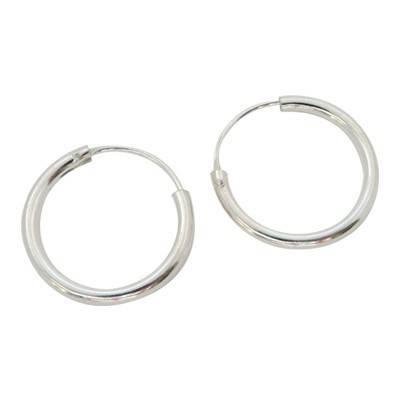 Un aro de plata, 2mm de grosor y 11mm de diametro interior. AR110
