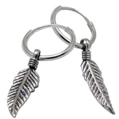 Un aro con pluma colgando de plata. Precio por un aro. ARX5